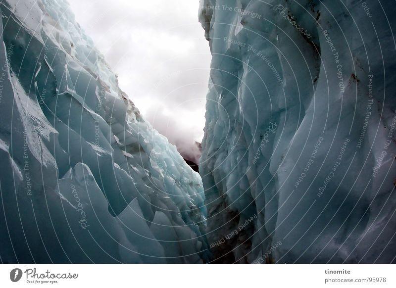 Ewiges Eis weiß blau Wolken dunkel Berge u. Gebirge Traurigkeit hoch Spitze gruselig tief eng Australien Am Rand Bergsteigen Schlucht