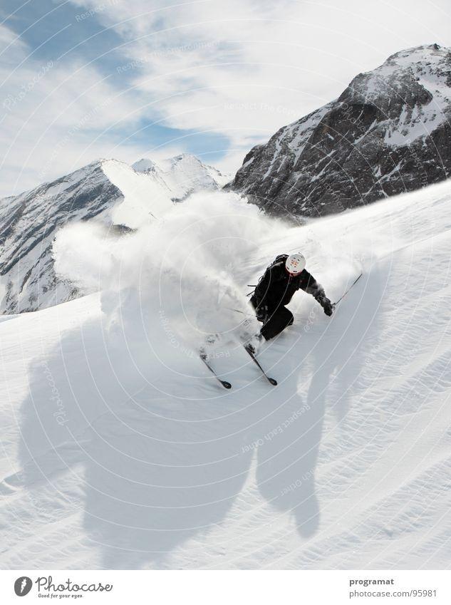 Freeriding am Kitzsteinhorn Winter Skifahrer Skifahren Wintersport Tiefschnee Hohen Tauern NP weiß gefährlich kalt hart Wind Österreich Außenaufnahme Hochformat