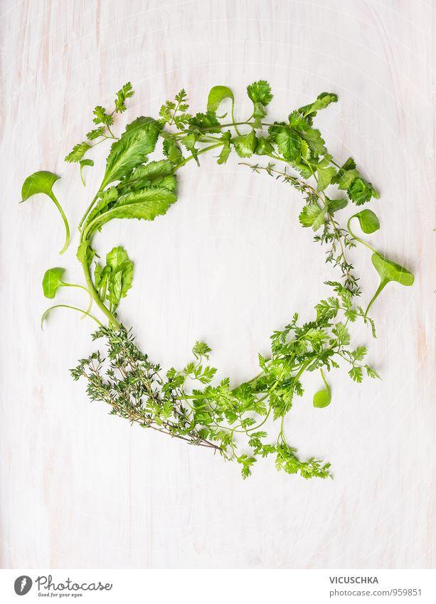 Gesunde Kranz aus grünen Kräutern Lebensmittel Gemüse Salat Salatbeilage Kräuter & Gewürze Ernährung Bioprodukte Vegetarische Ernährung Sommer Natur Pflanze