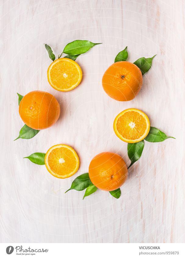 Orange Früchte Kranz mit Blättern auf weißem Holztisch Natur Gesunde Ernährung Blatt gelb Leben Garten Lebensmittel Design Wohnung Frucht Freizeit & Hobby