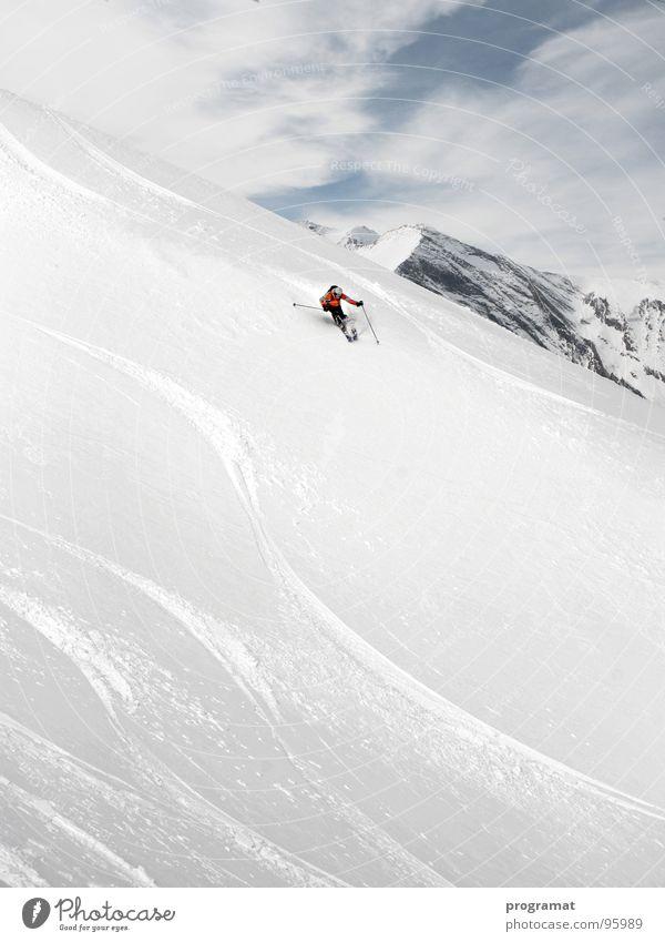 Tiefschneefahren in den Alpen Natur weiß Freude Winter Sport kalt Schnee Erholung Berge u. Gebirge Freiheit Glück Elektrizität Skifahren weich Freizeit & Hobby