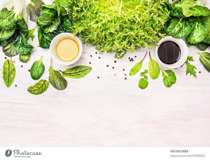 Mischung aus Salat,frische Kräuter und Dressing in Schüsseln Natur grün Sommer Gesundheit Hintergrundbild Lebensmittel Wildtier Design Ernährung