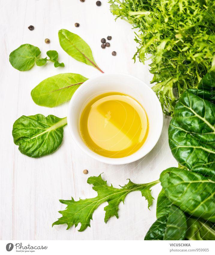 Grüne Kräuter Salat mit Öl in weißer Schale Natur grün Blatt Gesunde Ernährung gelb Stil Gesundheit Garten Lebensmittel Freizeit & Hobby Design frisch Küche