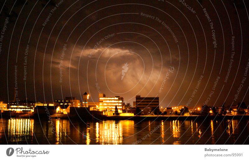 Donnerwetter über Basel Gewitter Unwetter unheimlich Rhein Donnern Nordlicht