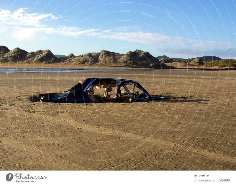 ... wo ist mein Auto? Meer kaputt verloren Schrott Horizont nutzlos Australien Küste PKW Berge u. Gebirge parken blau alt kunst wolken Himmel Tod Einsamkeit
