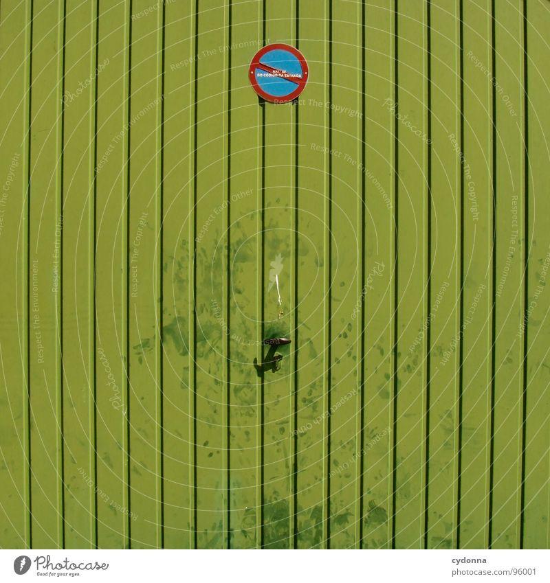 Ausfahrt freihalten grün schön Ferien & Urlaub & Reisen Sommer Leben Metall Raum geschlossen Schilder & Markierungen außergewöhnlich Häusliches Leben