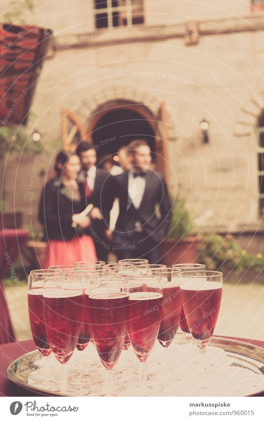 feine gesellschaft Mensch Jugendliche 18-30 Jahre Erwachsene Stil Feste & Feiern Menschengruppe Mode Paar Party Freundschaft Familie & Verwandtschaft