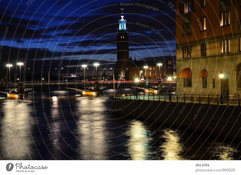 Eines Abends, in der schönsten Stadt der Welt... Himmel blau Wasser rot ruhig Wolken schwarz dunkel Fassade ästhetisch Europa Brücke Turm Fluss