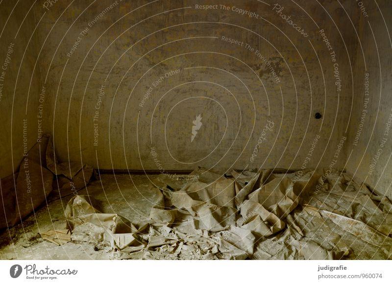 Garnison Renovieren Umzug (Wohnungswechsel) Raum Menschenleer Haus Ruine Gebäude Mauer Wand alt dunkel kaputt Stimmung stagnierend Verfall Vergangenheit