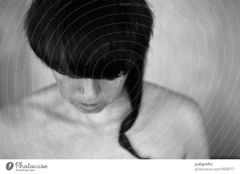 Selbst Mensch Frau ruhig Erwachsene Gefühle feminin Stil Haare & Frisuren Kopf Körper warten Haut einzigartig rein Schmerz brünett