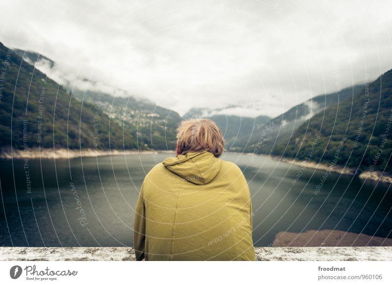 Rücksicht Ferien & Urlaub & Reisen Tourismus Ausflug Ferne Sightseeing Berge u. Gebirge wandern Mensch maskulin Junger Mann Jugendliche Rücken 1 Natur