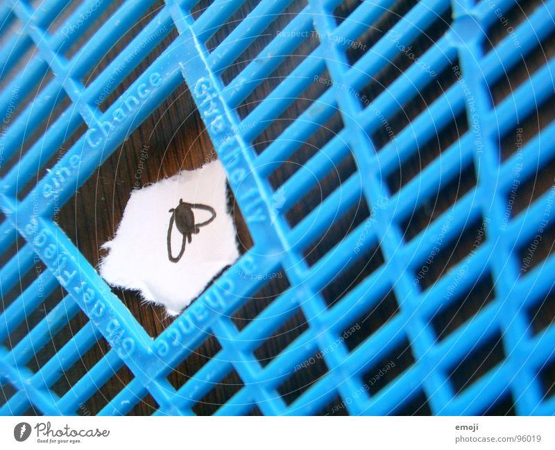 Überlebenschance II Chance Leben live lustig Raster Freude Fliege fly Tod dead funny klatsche fliegenklatsche Zettel blau blue