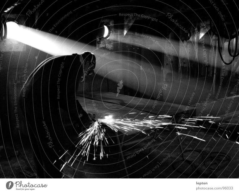 sparks Licht Lichtkegel Fenster Bullauge Lichteinfall Arbeit & Erwerbstätigkeit Arbeiter staubig Staub Wasserfahrzeug Handwerk industriell Industrie Lichtstrahl
