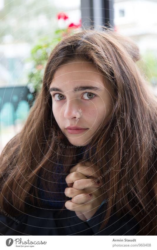 Beten Mensch Frau Kind Jugendliche schön dunkel Erwachsene Gesicht feminin außergewöhnlich Lifestyle authentisch 13-18 Jahre verrückt bedrohlich Kommunizieren
