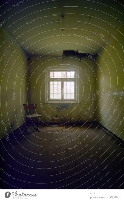 vacuousness dunkel Haftstrafe Trauer Einsamkeit vergessen Weitwinkel verfallen Verzweiflung empty chair room abandoned dark Raum Stuhl Justizvollzugsanstalt