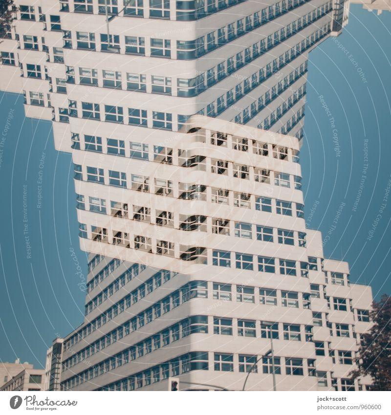 Doppelpack einer Hausfassade Stil Architektur Wolkenloser Himmel Gebäude Fassade Streifen modern verrückt komplex Rätsel Surrealismus Wandel & Veränderung