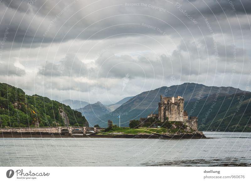 Eilean Donan Castle Umwelt Natur Landschaft Himmel Wolken Frühling schlechtes Wetter Hügel Küste Seeufer Burg oder Schloss Bauwerk Gebäude Sehenswürdigkeit alt