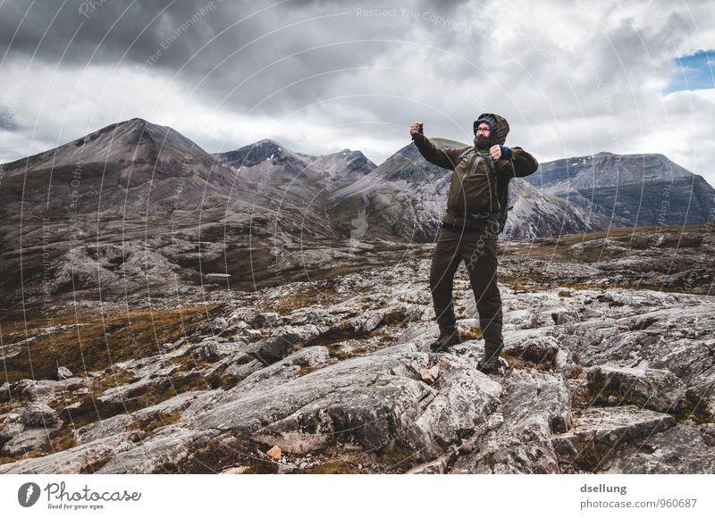 Bergsteigermüsli Mensch Himmel Natur Jugendliche grün Landschaft Wolken Junger Mann 18-30 Jahre dunkel kalt Erwachsene Berge u. Gebirge grau braun Felsen