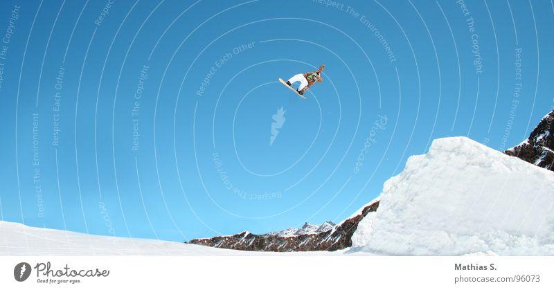 Springclassics II Salto springen Snowboard Österreich Rückwärtssalto Wolken Österreicher Stil Außenaufnahme Wintersport Freizeit & Hobby Freestyle Fahrer extrem