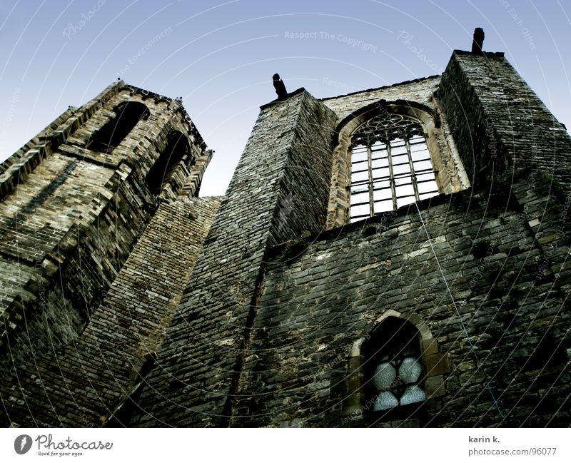 Kirche Mauer Backstein Wand Fassade gruselig Fenster Gotteshäuser Religion & Glaube Seil Karin Brunner Burg oder Schloss