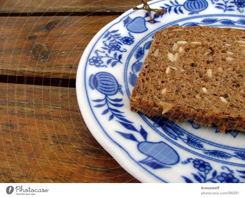Brotzeit Teller Holztisch Vollkorn Keramik Gesundheit Vesper Abendessen lecker braun Korn rustikal Bayern Außenaufnahme Picknick körnig Frühstück