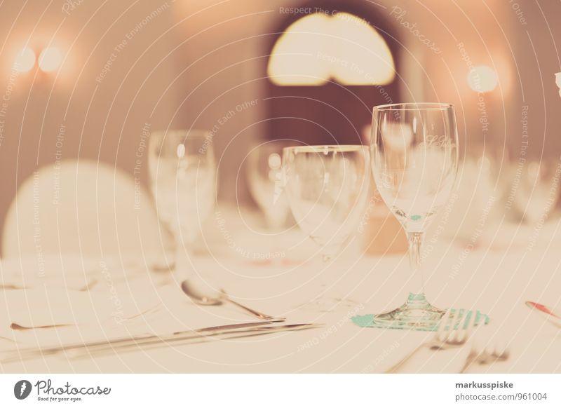 festlich gedeckter tisch Freude Essen Stil Lifestyle Feste & Feiern Design elegant Glas Geburtstag Ernährung Hochzeit Veranstaltung Silvester u. Neujahr Restaurant Geschirr Ball