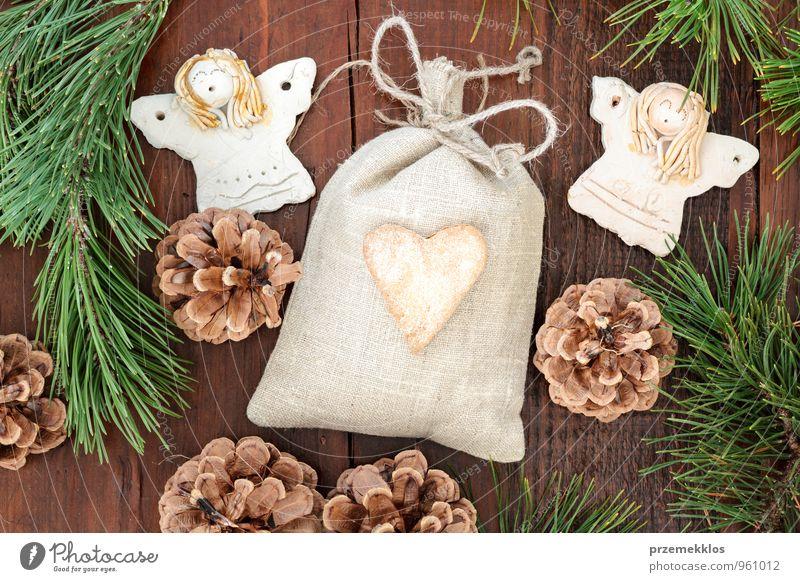 grün natürlich Holz Lifestyle Feste & Feiern Lebensmittel braun Dekoration & Verzierung authentisch einzeln Herz Geschenk einzigartig Seil Schnur Jahreszeiten