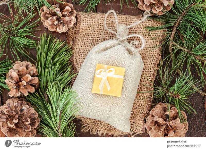 grün natürlich Holz klein Lifestyle Feste & Feiern braun Dekoration & Verzierung authentisch einzeln Geschenk einzigartig Kultur Seil Schnur Jahreszeiten