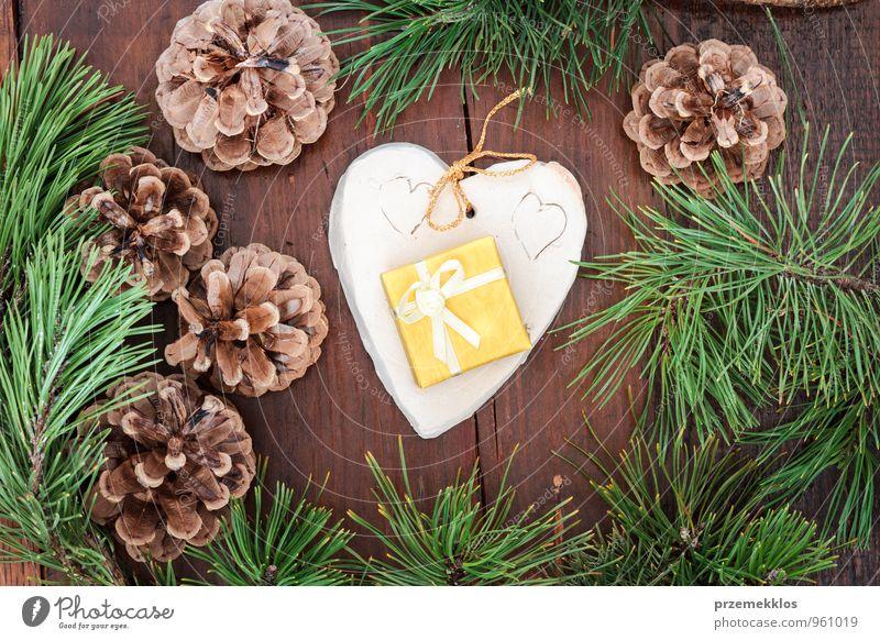 grün natürlich Holz Lifestyle Feste & Feiern braun Dekoration & Verzierung authentisch einzeln Herz Geschenk einzigartig Jahreszeiten Stoff Zweig Engel