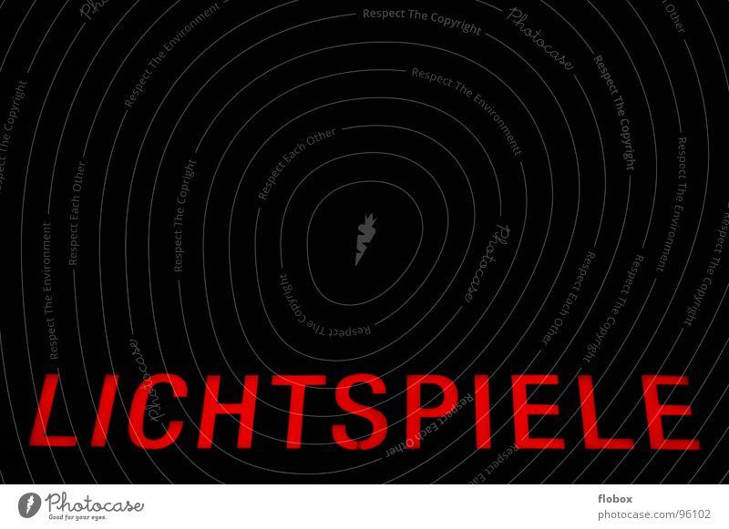 Leuchtreklame! Werbung Lampe Fotografie Leuchtstoffröhre Neonlicht Buchstaben rot Kino Lichtspiel Gebäude Wand retro Dinge schwarz Nacht obskur Schriftzeichen