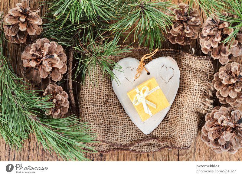 grün natürlich Holz Lifestyle Feste & Feiern braun Dekoration & Verzierung authentisch einzeln Herz Geschenk einzigartig Jahreszeiten Stoff Zweig Tradition
