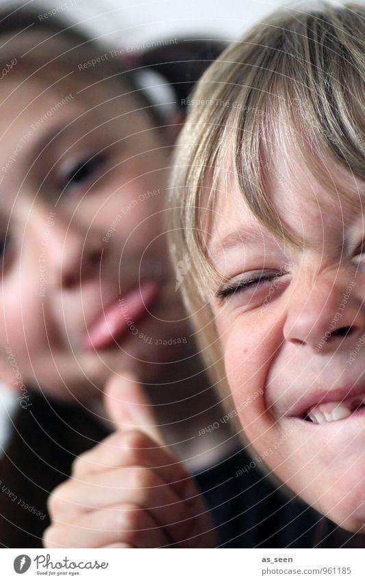 Faxen Mensch Kind Mädchen Freude Leben Senior Junge natürlich Schule Freundschaft Familie & Verwandtschaft authentisch Kindheit Fröhlichkeit Lebensfreude Bildung