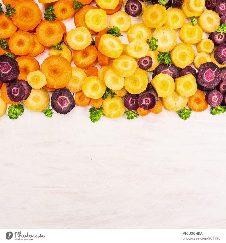 Bunte Möhren geschnitten und geordnet . weiß rot Gesunde Ernährung gelb Leben Stil Holz klein Hintergrundbild Lebensmittel Wohnung Design Tisch viele
