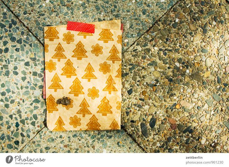 Geschenke Weihnachten & Advent Anti-Weihnachten Geschenk Papier Stern (Symbol) Fußweg Bürgersteig Weihnachtsbaum Vorfreude Tüte Verpackung Bodenplatten einpacken Weihnachtsstern Geschenkpapier Verpackungsmaterial