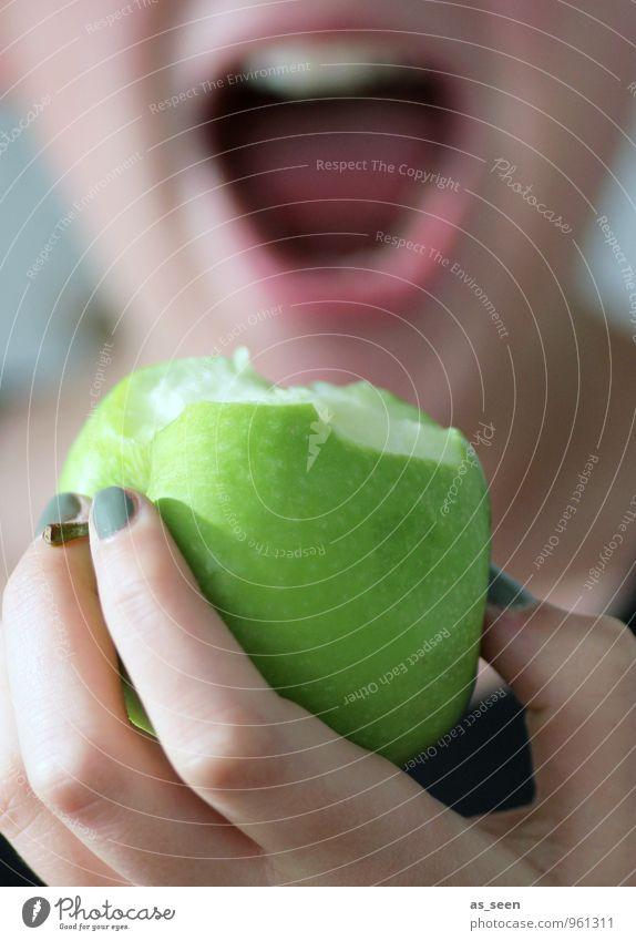 An apple a day ... Mensch Kind Jugendliche schön Junge Frau Freude Gesunde Ernährung Leben feminin Essen Gesundheit Gesundheitswesen Lifestyle Frucht