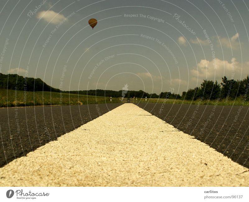 Bis zum Horizont ... und weiter ruhig Ferne Straße Gefühle Freiheit Wetter Abenteuer Freizeit & Hobby fahren Sehnsucht Unendlichkeit aufsteigen Windstille