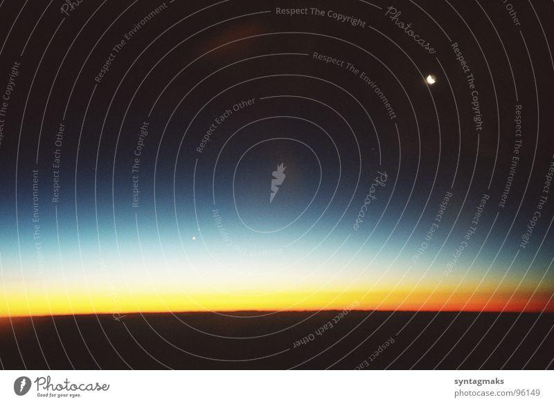in 8000 m Höhe Mallorca Flugzeug Vorfreude Nacht Planet Wohnung halbwegs Himmelskörper & Weltall Luftverkehr Mond our space morning der Morgen vor Sonnenaufgang