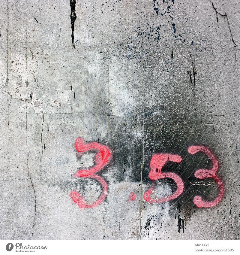 Numbers Mauer Wand Fassade Beton Ziffern & Zahlen Graffiti rosa schwarz Riss Farbfoto Außenaufnahme abstrakt Strukturen & Formen Textfreiraum links