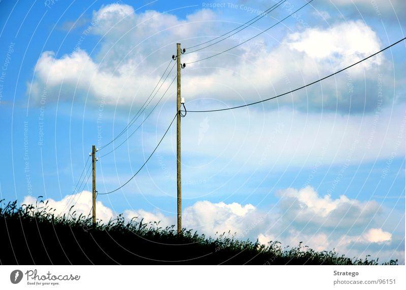 des Vogels Parkbank Elektrizität Wiese Wolken Luft Himmel Leitung Strommast blau Erde Verbindung Bodenbelag