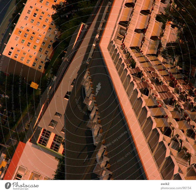 Platte satt Stadt Haus Wand Architektur Gebäude Mauer Fassade rosa Stadtleben Wohnung Design Häusliches Leben verrückt einfach Schönes Wetter Dach