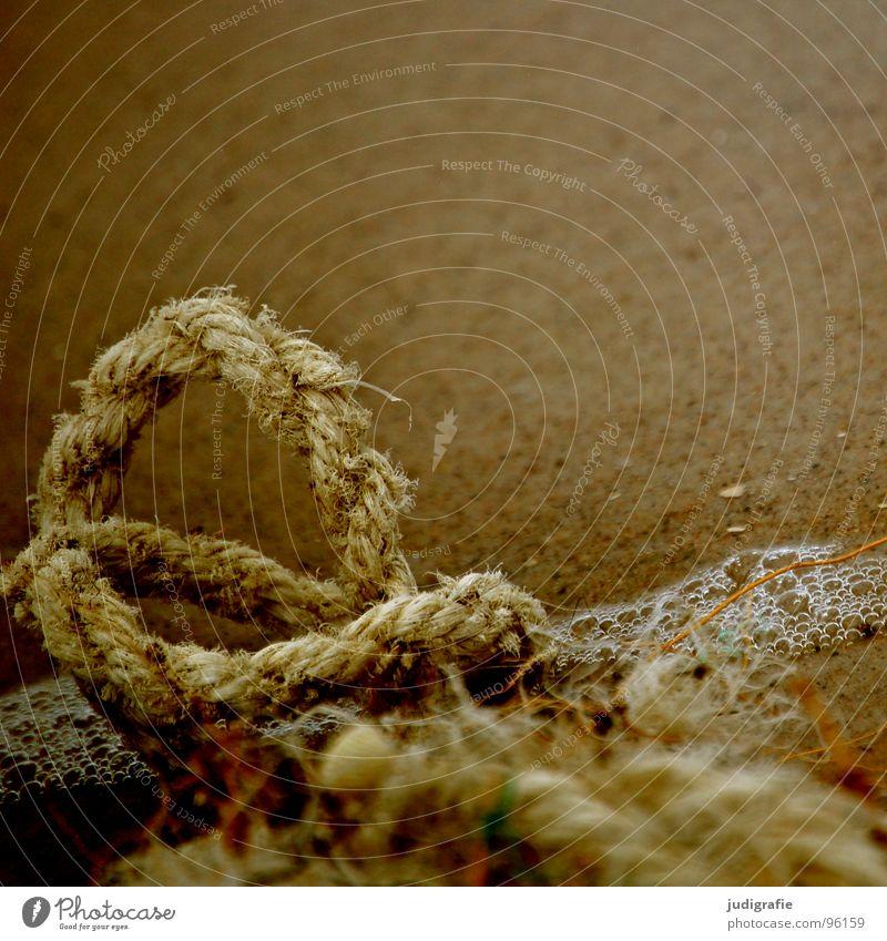 Strandgut Wasser alt Strand Sand Wasserfahrzeug braun Feste & Feiern Küste Seil kaputt Ende Vergänglichkeit verfallen Knoten Faser maritim