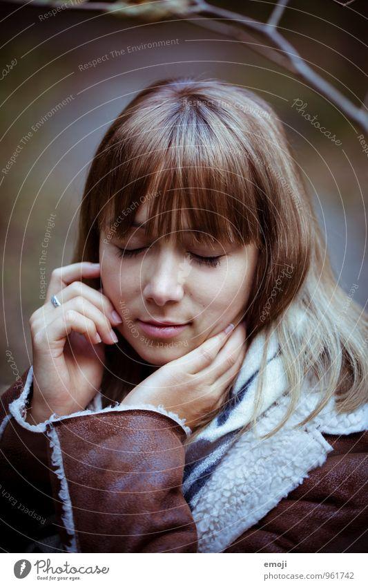 sein. feminin Junge Frau Jugendliche Gesicht 1 Mensch 18-30 Jahre Erwachsene schön natürlich Farbfoto Außenaufnahme Tag Schwache Tiefenschärfe Porträt