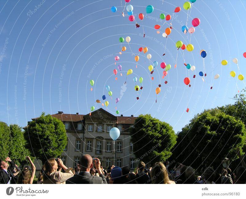 Luftpost... Teil II Mensch Himmel Ferien & Urlaub & Reisen Freude Ferne Spielen sprechen Zusammensein fliegen Beginn Fröhlichkeit Elektrizität Hochzeit Zukunft