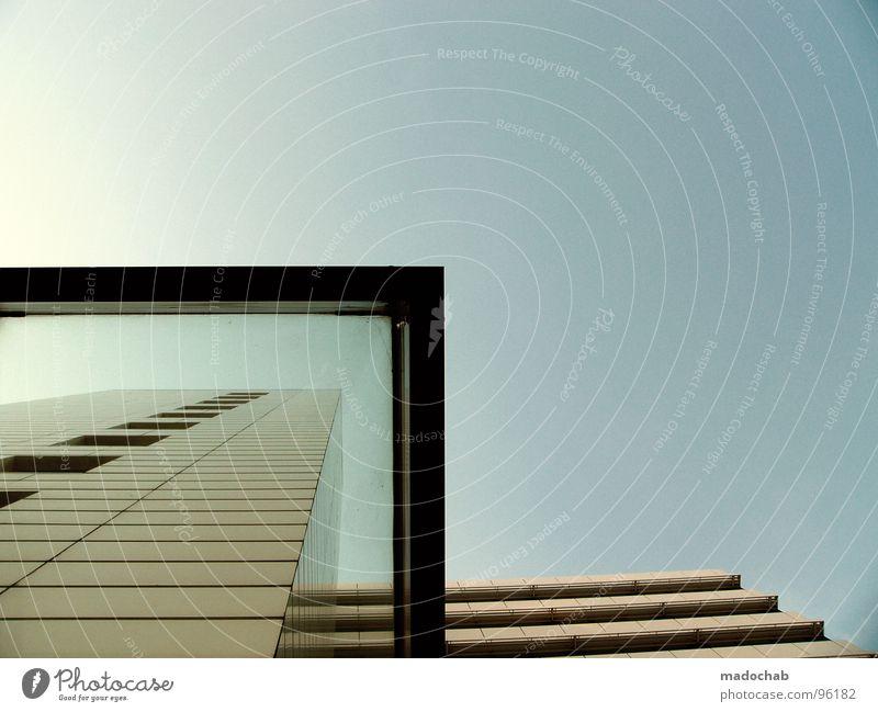 URBAN HUGGING Himmel Haus Gebäude Hochhaus Stadt Freiraum Luft Platz sehr wenige Froschperspektive Etage Macht groß beeindruckend Fenster Fassade Architektur