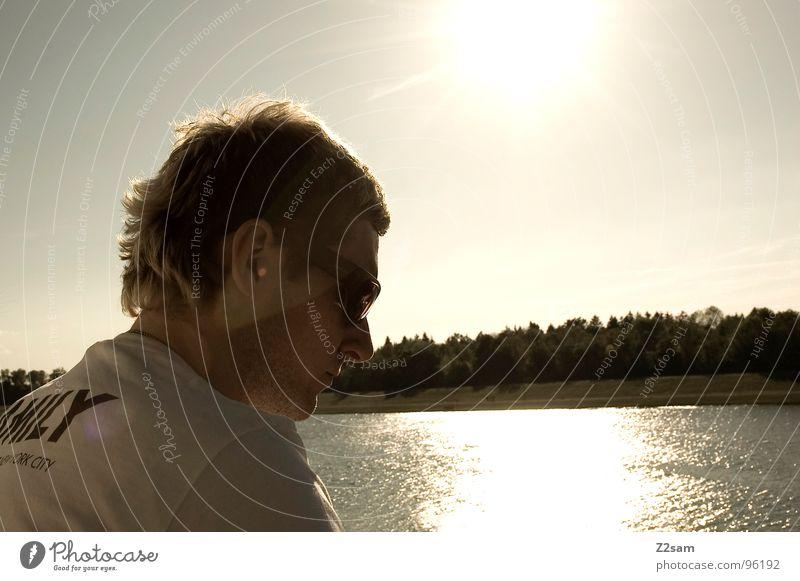 family day Mensch Mann Wasser Sonne Sommer Landschaft Stimmung See 18-30 Jahre Abenddämmerung Sonnenbrille Junger Mann Wasserspiegelung