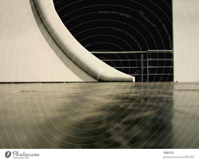 WEITSICHT Ferne graphisch geschwungen Vordergrund Hintergrundbild weiß retro Bühne Bühnenbild Operette konkav konvex Kratzer Schliere Bodenbelag Kunst nah