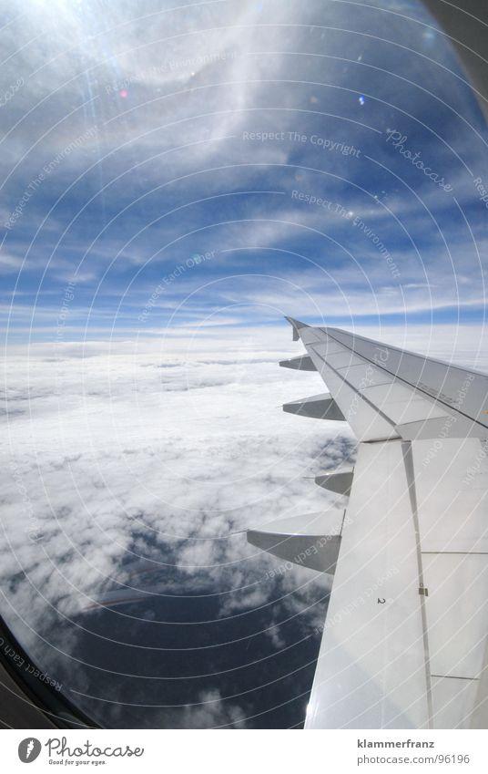 Neulich im Bus Himmel weiß blau Ferien & Urlaub & Reisen ruhig Wolken Einsamkeit Ferne Erholung Fenster Freiheit Landschaft Flugzeug Hintergrundbild Horizont