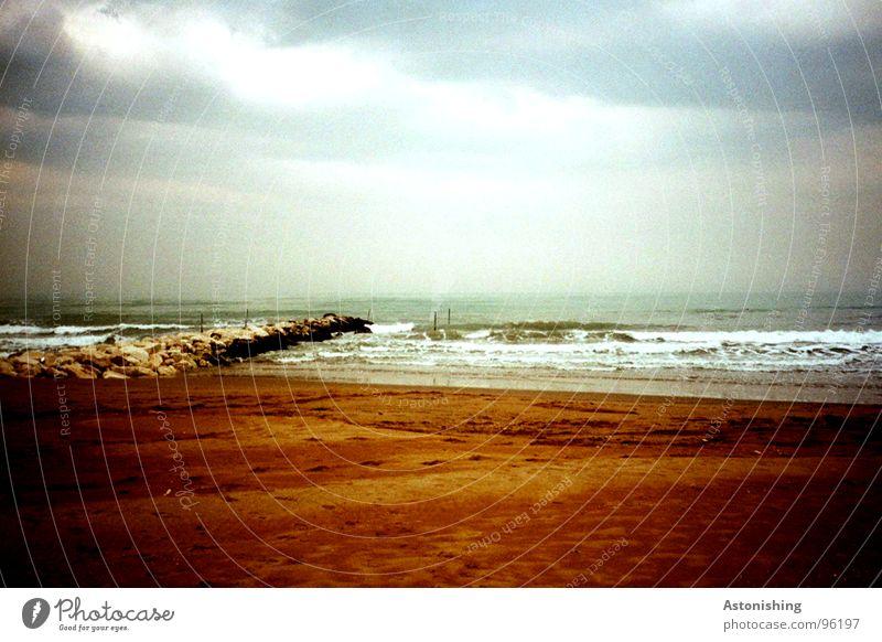 Winter am Meer Natur Wasser Himmel weiß blau Strand Wolken Einsamkeit dunkel kalt Stein Sand Landschaft Stimmung
