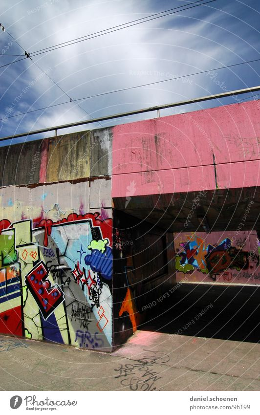 unterführung Himmel weiß grün blau Farbe Graffiti rosa Hintergrundbild Brücke streichen Tunnel zyan sprühen Straßenkunst Unterführung Wandmalereien