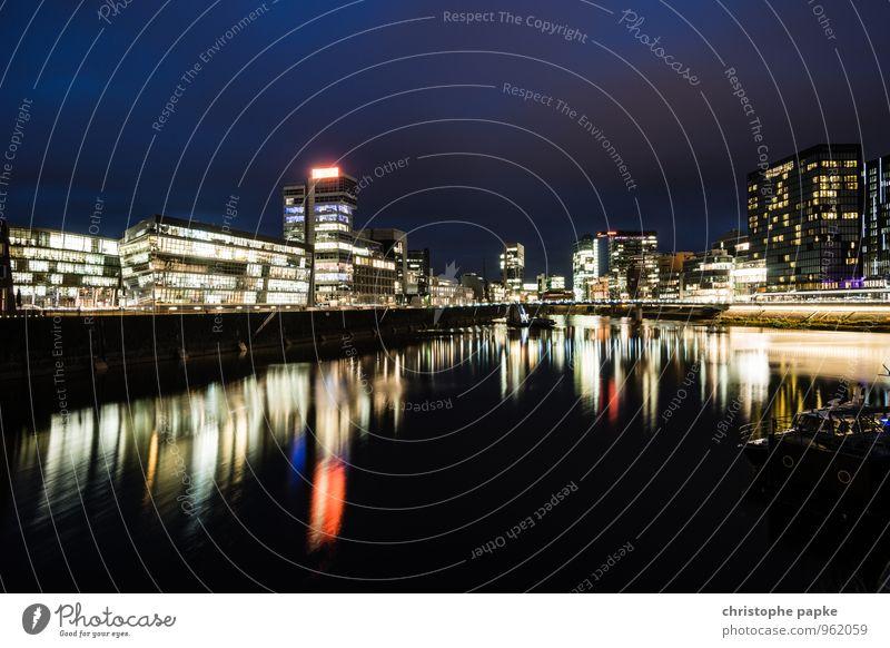 Düsseldorf, Medienhafen bei Nacht Deutschland medienhafen Hafen Stadt Stadtzentrum Städtereise Zollhof Flussufer Skyline Architektur Menschenleer Haus Hochhaus